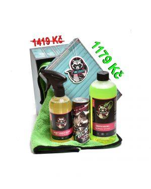 dárková krabička jako set produktů autokosmetiky Racoon Cleaning Products, Zelená sušící utěrka Racoon, průhledné lahve s produkty, zelený autošamponu Green Mamba, žltočíry tekutý vosk Wet Shiled gloss, energetický nápoj Racoon a Závěsná vůně Racoon