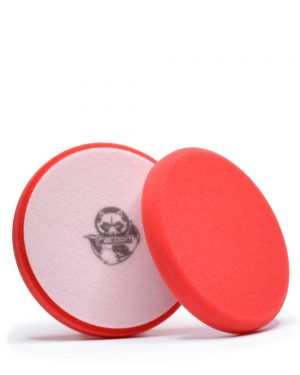 dva červené tvrdé pěnové leštící kotouče s logem autokosmetiky Racoon Cleaning Products