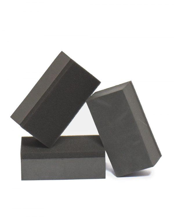 tři aplikační bloky černé barvy na aplikaci keramické ochrany