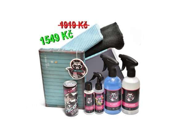 dárková krabička s produkty autokosmetiky Racoon Cleaning Products, černá mikrovlákenná utěrka, modrá utěrka na sklo, přihladíme láhve s produkty pro čistý a svěží interiér automobilu, energetický nápoj Racoon a závěsná vůně Racoon